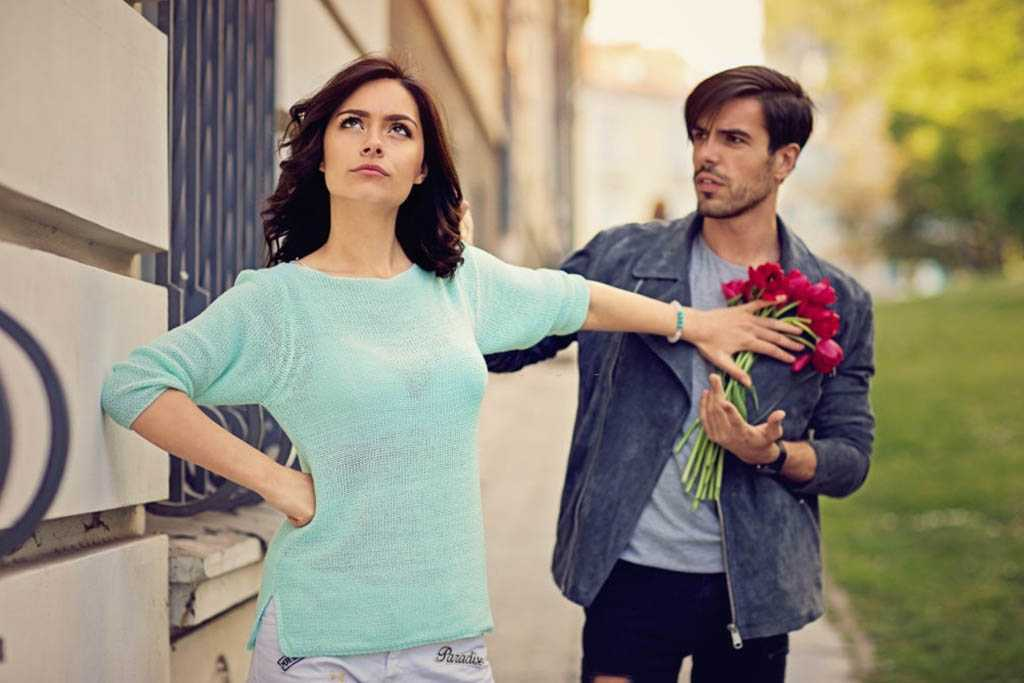 Insecure Girlfriend - 7 Red Signs To Look Out For