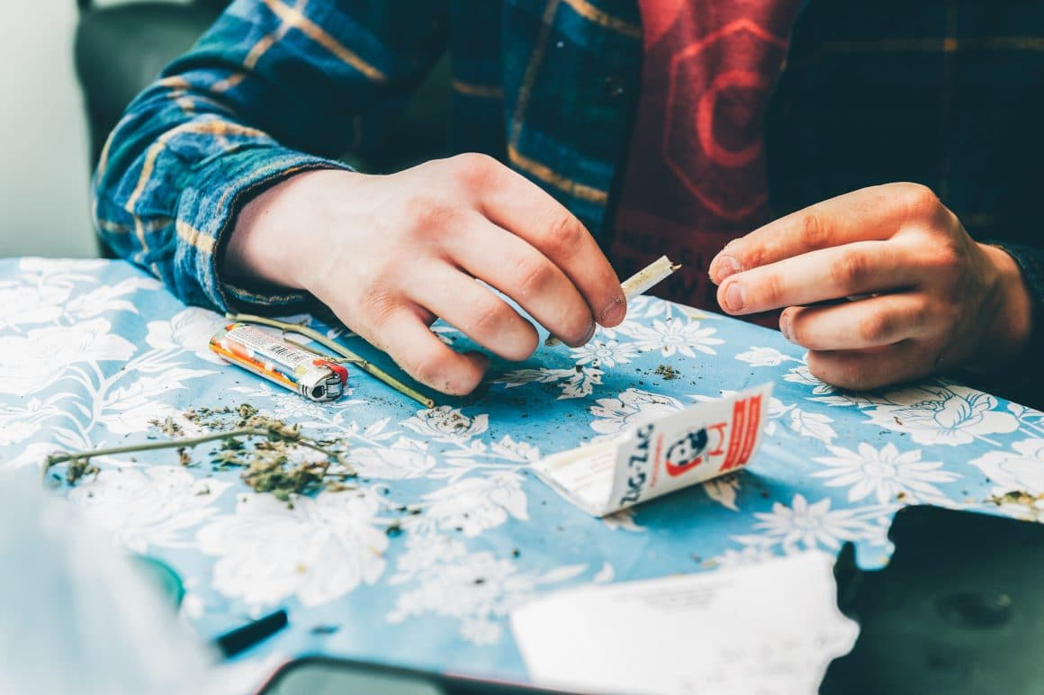 7 Best Ways To Smoke Weed - Try Now